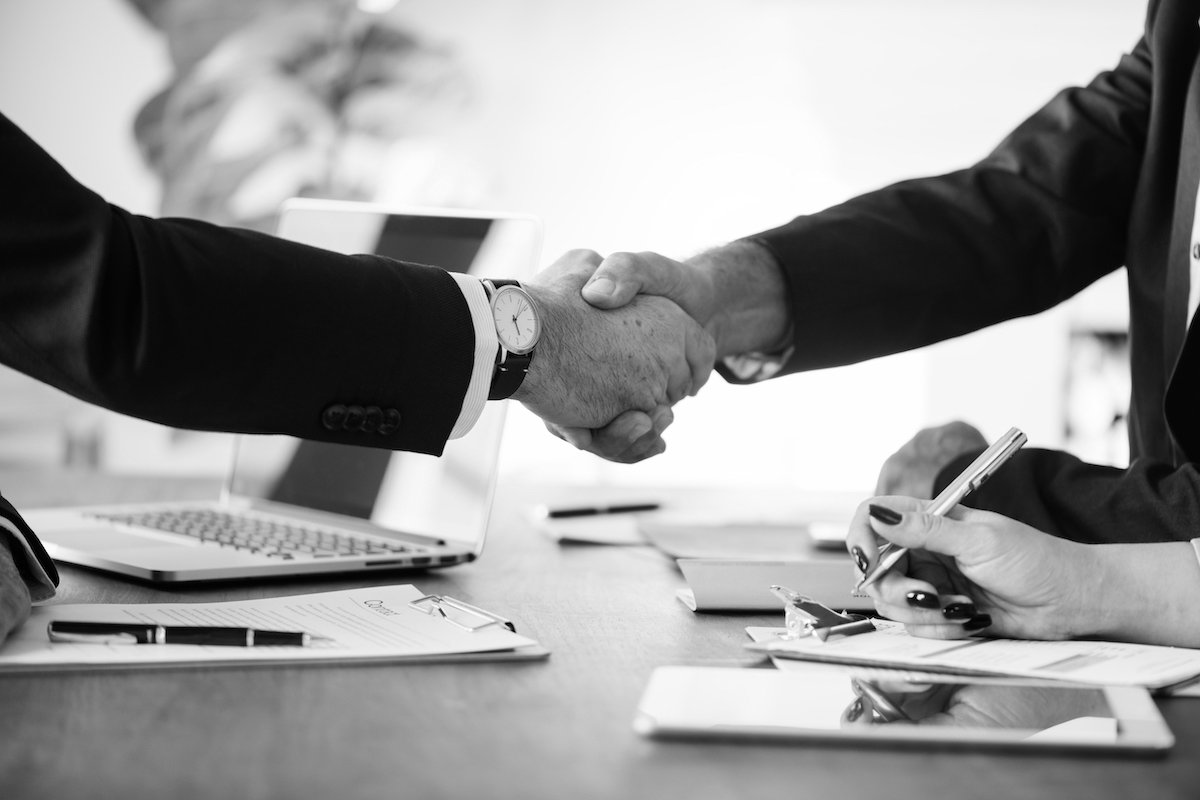 man shaking hand with his business law attorney